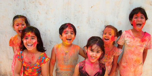 Inian children, powder festival, India